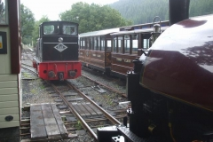 Monday, 5.8.2019. We have no complete and qualified steam crew today, so No. 11 shunts No. 7 out of the shed before No. 11 takes on the service train for the day.