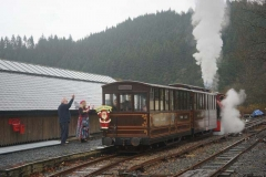 Before long, it is all aboard and back up to Corris.