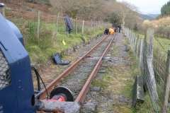 No time is lost (after the Special Train) to re-commence fishplate greasing up the line …