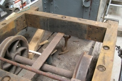 … and after much blood and sweat, the last bolts formerly holding the corner plates of the waggon's frames have been removed!