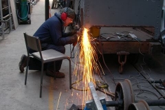 … while Adrian grinds new welds to a new support to one corner of the waggon.
