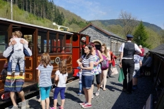 On Easter Sunday we again had brilliant sunshine and crowded platforms …