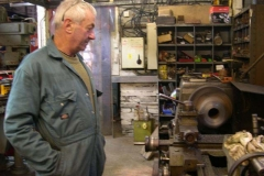 … Bob continues skimming an axlebox on the lathe …