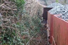 The absence of the waggons enables access to the back of the roadside hedge to finish trimming it after the visit of the tractor-based contractors …