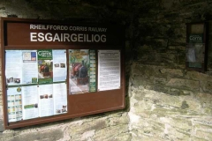 Monday, 26.10.15. ... topping up displays at Esgairgeiliog station …