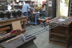 Thursday, 29.8.2019. All the longitudinal handrails for carriages 23 & 24 are now in primer, while Tony gives the brake hangers for the carriage bogies, undercoat.