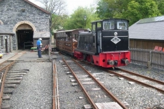 No. 11 returns the very full passenger train to Maespoeth …