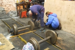 … while in the Engine Shed, the last of the axleboxes is offered up to the wheelset by Phil and Gwion …