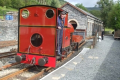 … as Bob brings the Heritage waggons down on to the train before heading for Corris …