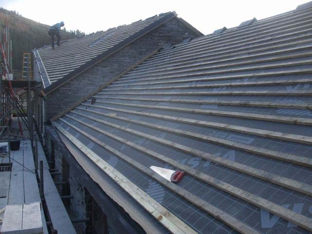 At Corris, finish battening of the Coach House / Parcels Office roof is almost complete in a bitterly cold East wind